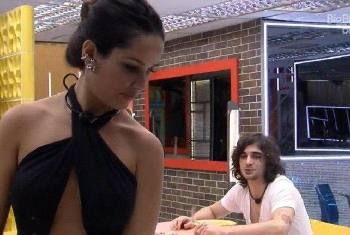 Juliette pede para Fábio Jr. comentar uma foto dela