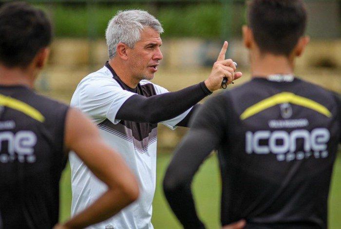 Voltaço enfrenta o Madureira na estreia do Campeonato Carioca