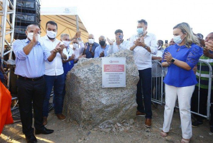 Castro e Waguinho lançaram pedra fundamental para Complexo da Saúde