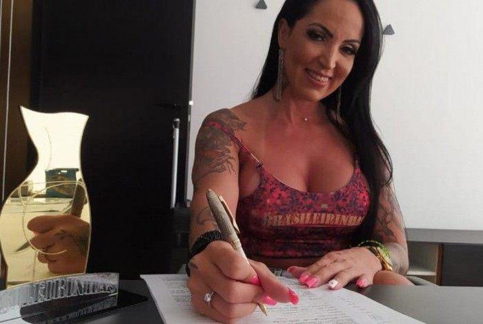 Elisa Sanches é a nova apresentadora da Casa das Brasileirinhas