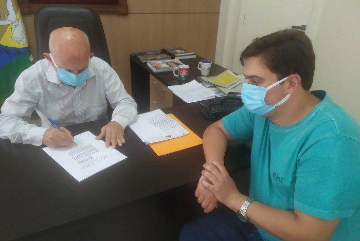 Varre-Sai assinou adesão ao Consórcio Público para compra de vacinas contra a Covid-19.