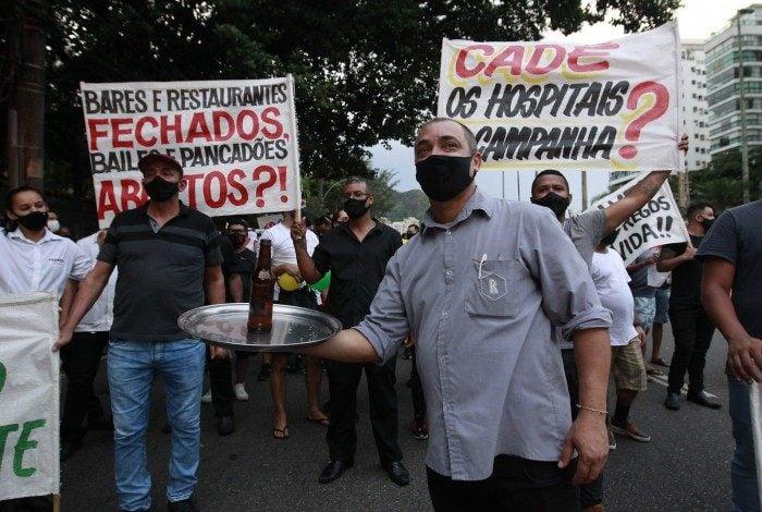 Manifestação na Estrada da Gávea de donos de quiosques, bares e restaurantes. Foto: Luciano Belford/Agencia O Dia.