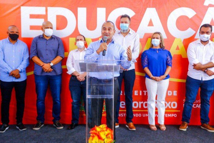 Waguinho e Castro inauguraram escola em Belford Roxo