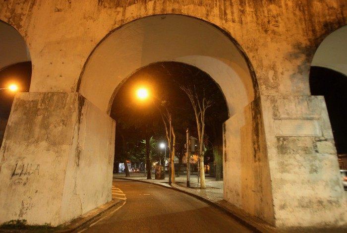 Fechamento de bares e restaurantes durante a madrugada. Na foto, Arcos da Lapa.