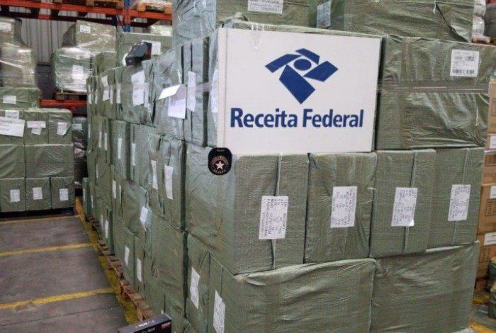 PRF apreende 82 mil TV Box no Porto do Rio