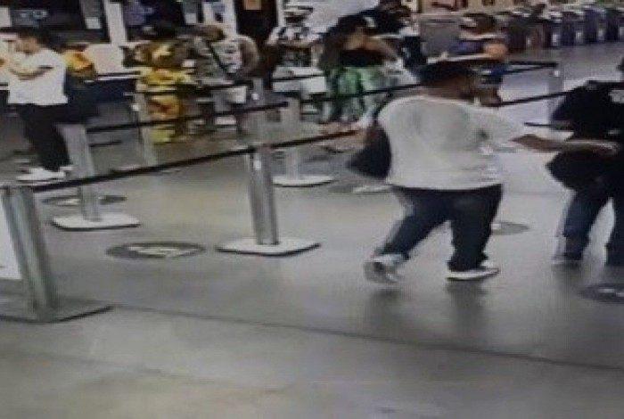 Colombiano praticava furtos na estação do metrô