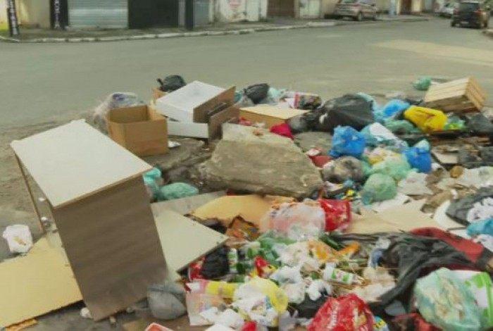 Moradores de São João de Meriti afirmam que estão a mais de uma semana sem coleta regular de lixo