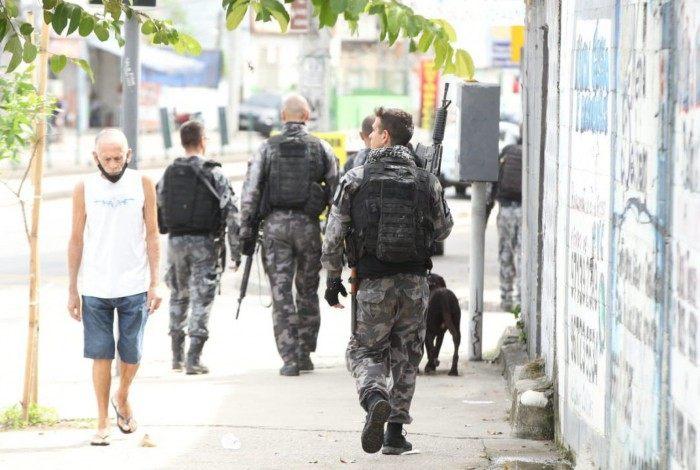 Polícia faz operação no morro da Serrinha e tiroteio causa pânico em Madureira e bairros vizinhos