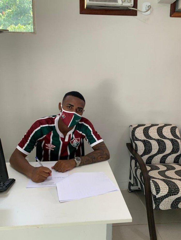 Nathan assinou com o Fluminense até 2023