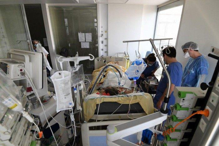 Exaustão, dor e desespero: cotidiano de heróis da Saúde na batalha diária contra a covid