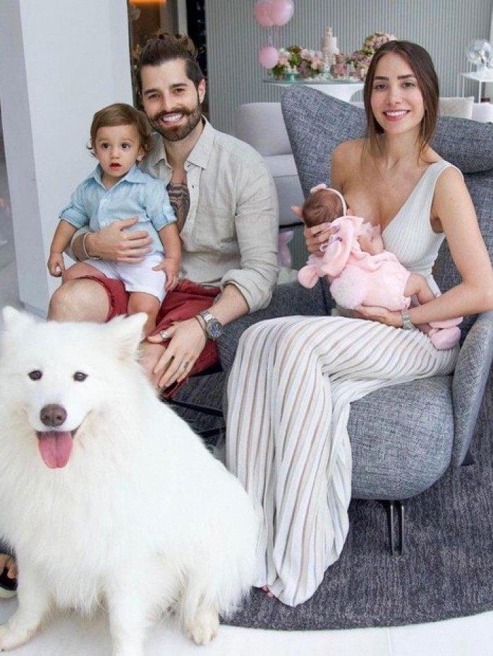 Alok publica foto em família