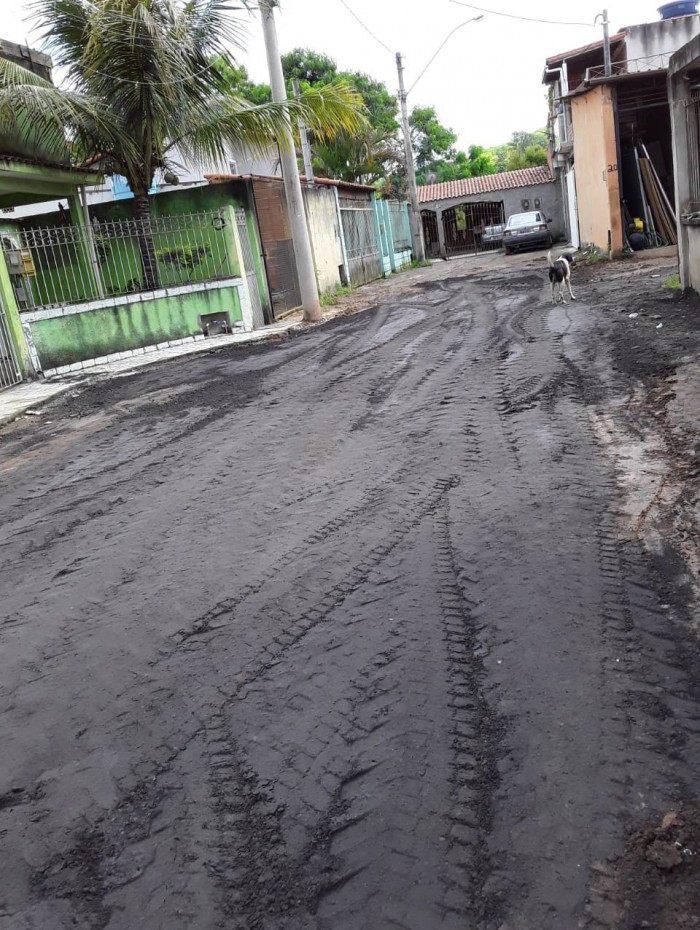 Secretaria de Infraestrutura realiza serviços nos bairros Água Limpa e Retiro