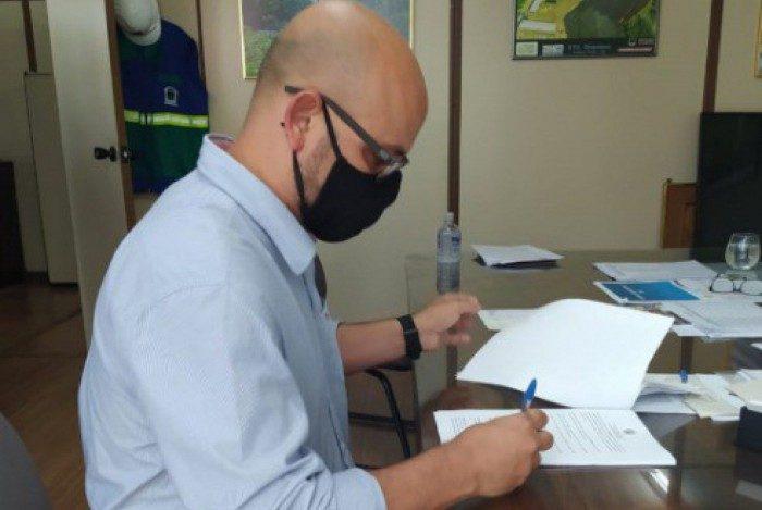 Assinatura do Convênio para recuperação de vias com o DER-RJ