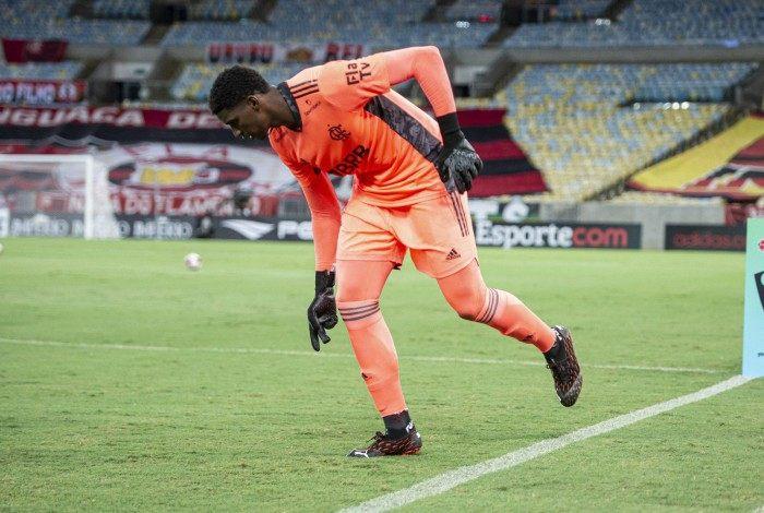 Hugo Souza está na ira do Ajax