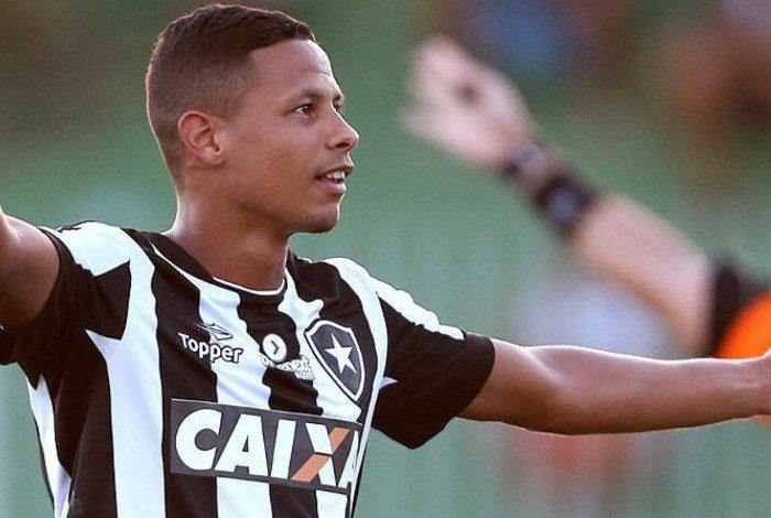 Fernandes, ex-volante do Botafogo
