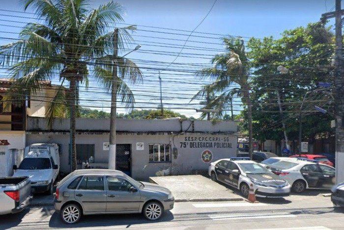 O caso aconteceu na frente da 75ªDP (Rio do Ouro), em São Gonçalo