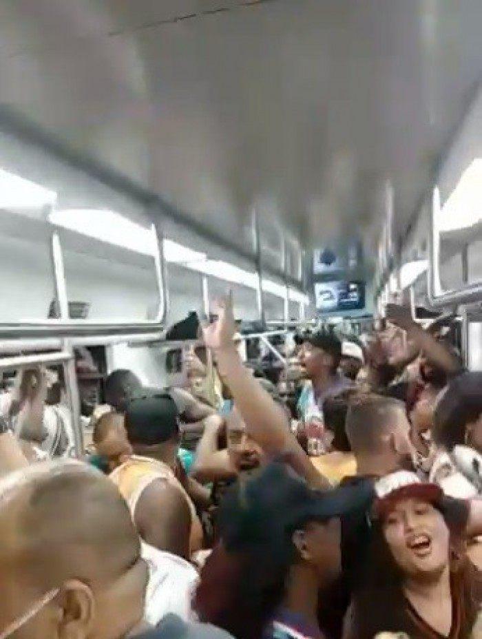 Festa clandestina em vagão de trem da SuperVia
