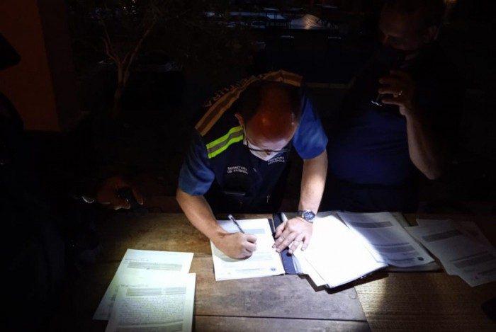 Responsáveis foram multados e encaminhados para a 106ª DP, em Itaipava