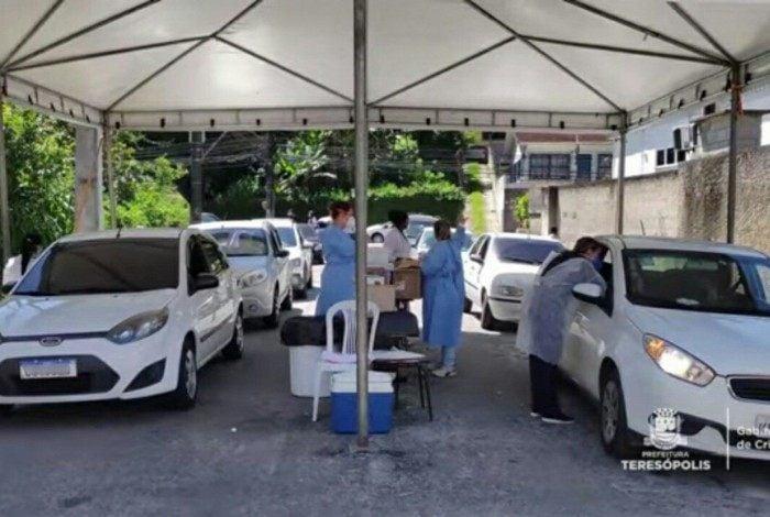 Posto de vacinação volante em Teresópolis