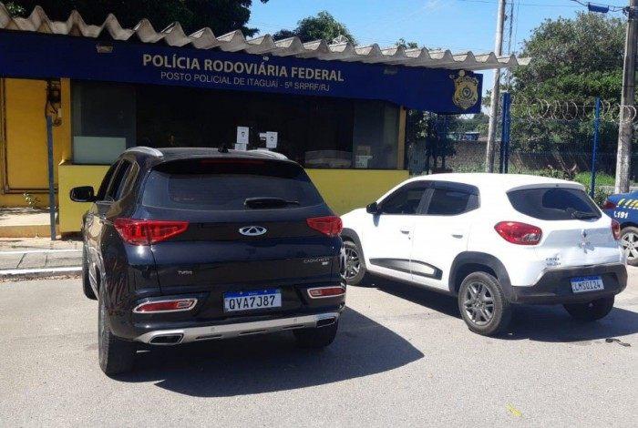 Cherry e Renault estavam com registro de furto ou roubo expedidos e abordagem da PRF contatou a ilegalidade