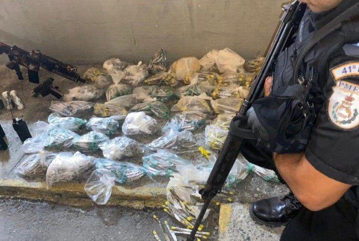 Material apreendido pelo 41º BPM em ação em Costa Barros