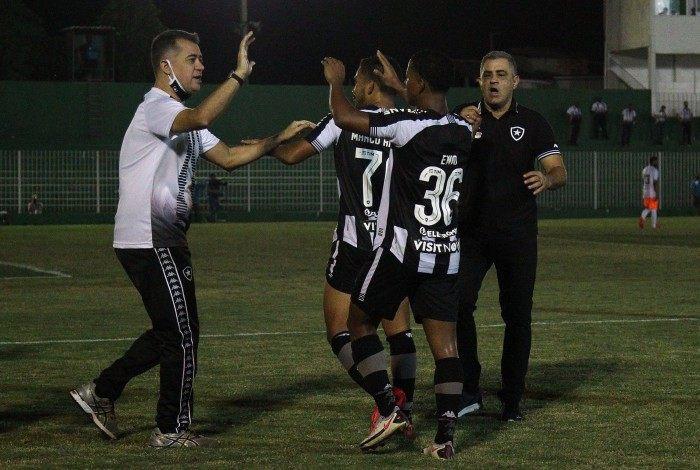 Marcelo Chamusca comemora vitória no fim do Botafogo