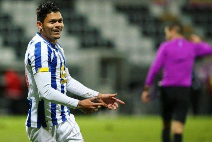 Evanilson comemora o gol marcado pelo Porto B