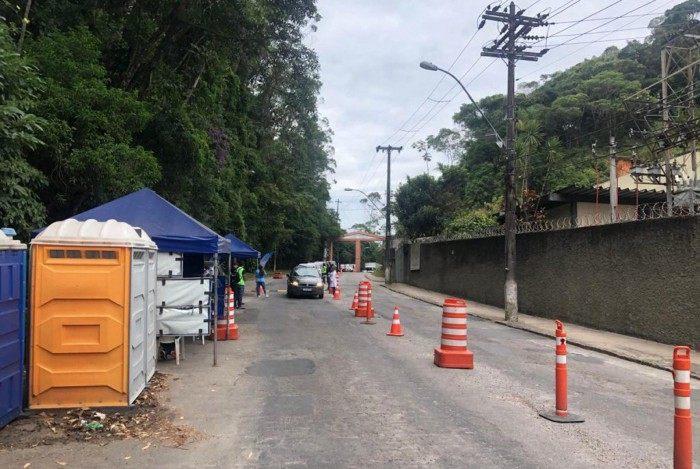 Petrópolis proibiu a entrada de 567 veículos de outros municípios em ação para conter o avanço da covid-19 na cidade