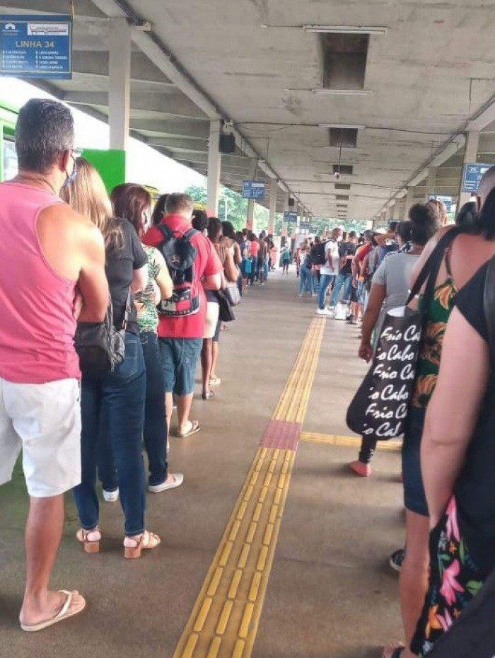 No Terminal de Niterói, houve reclamações e registro de aglomeração