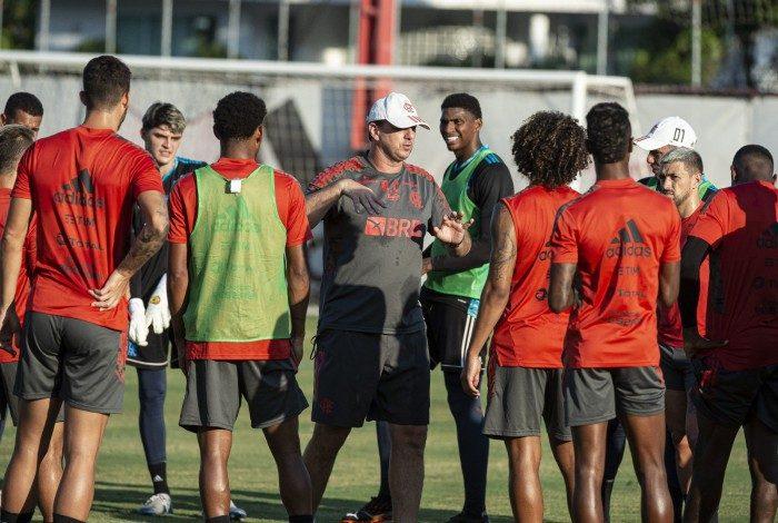 Rogério Ceni e titulares estão de volta ao Flamengo