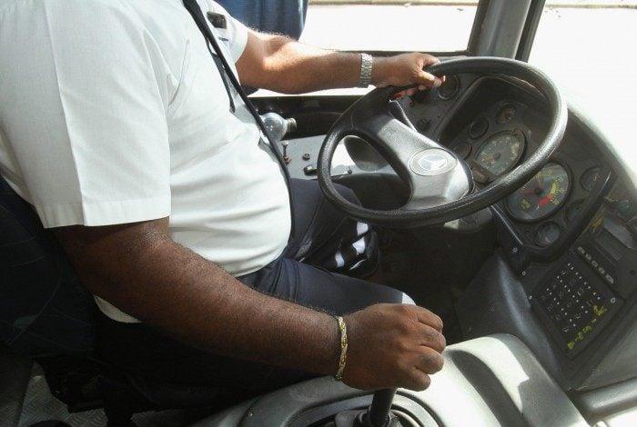 Motoristas de ônibus pedem prioridade na vacinação e ameaçam paralisação