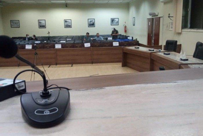 Plenário vazio da Câmara: deve permanecer assim por algum tempo, como medida para enfretamento da Covid-19
