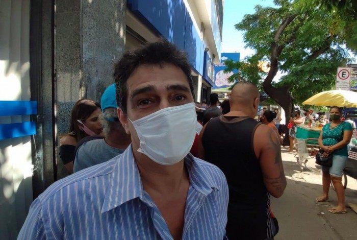 Marco Antônio é um dos beneficiários que precisou ir até a agência da Caixa em Madureira para alterar seu cadastro