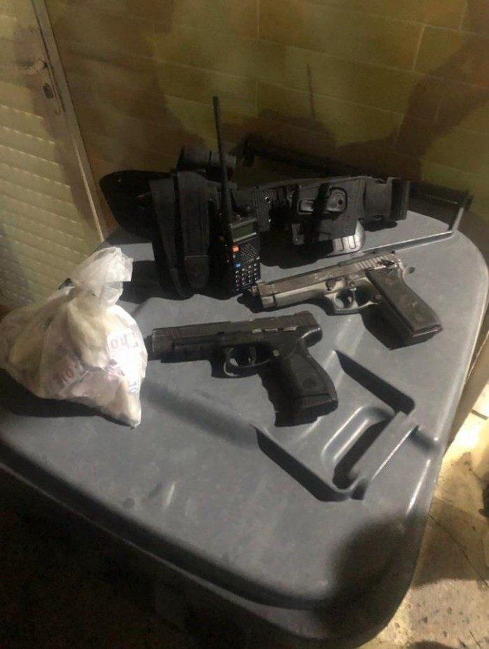 PM apreende duas pistolas e drogas na comunidade do Cajueiro, em Madureira