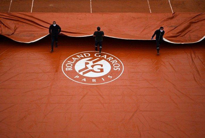 Devido as restrições impostas pelo agravamento da pandemia do novo coronavírus na França, o tradicional torneio de tênis é adiado