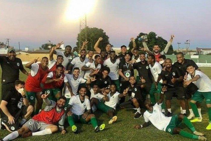 Os jogadores do Boavista comemoram a classificação para a terceira fase da Copa do Brasil