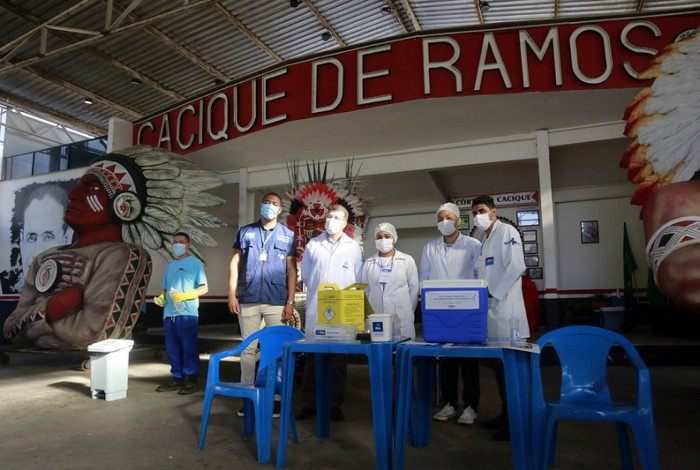 Quadra do Cacique de Ramos virou posto de vacinação contra a covid-19