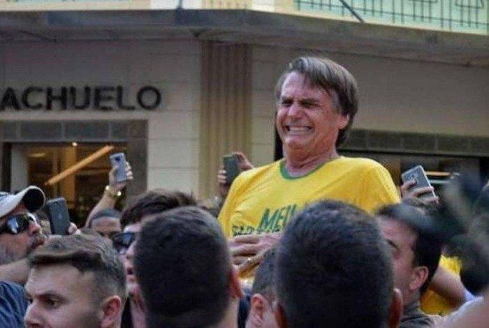 Presidente Jair Bolsonaro (sem partido) sofreu atentado em setembro de 2018 em Juiz de Fora