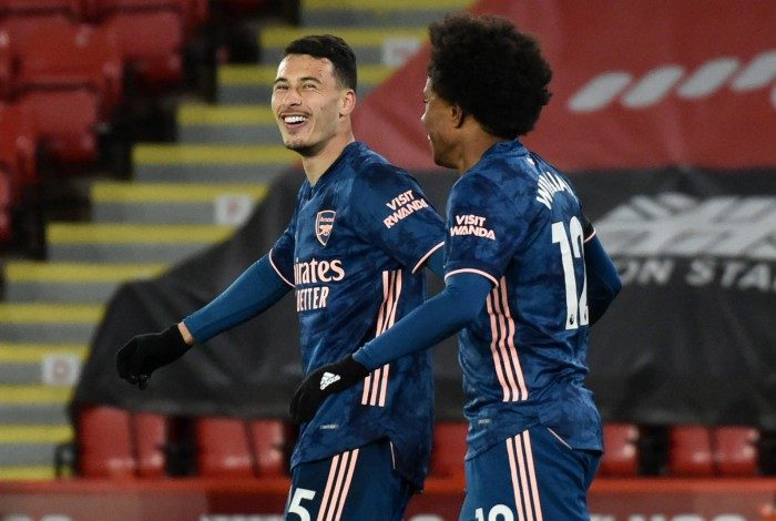 Ao lado de Willian, Gabriel Martinelli, que está no radar de Tite, celebra o gol na vitória do Arsenal
