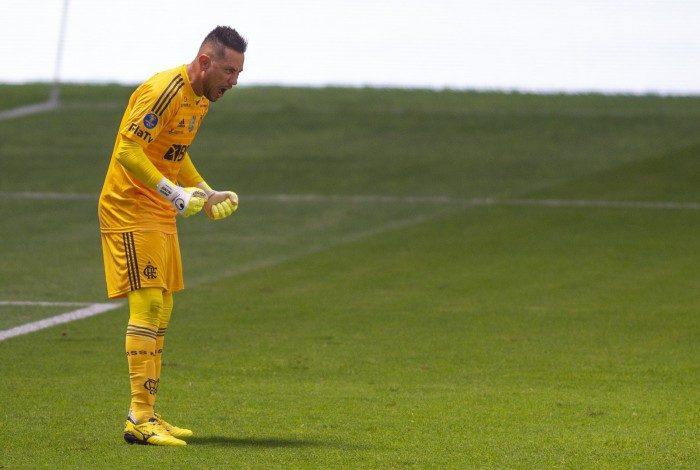 Diego Alves pegou três pênaltis na decisão contra o Palmeiras