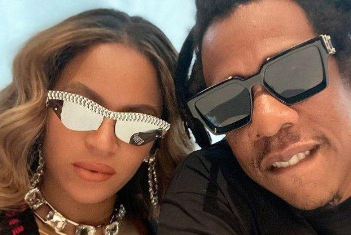 A artista posou para selfies com o esposo Jay-Z antes de embarcar em jatinho