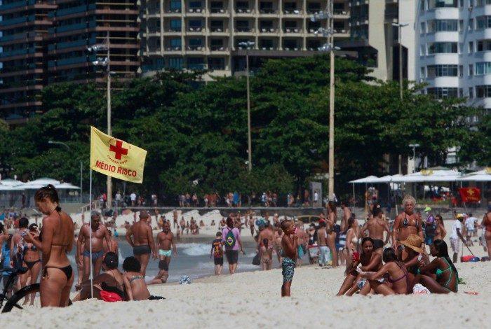 Praia de Copacabana estava lotada neste domingo