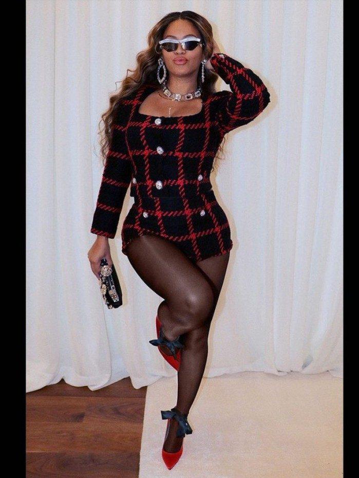 Beyoncé deslumbra dos pés a cabeça em fotos publicadas no Instagram