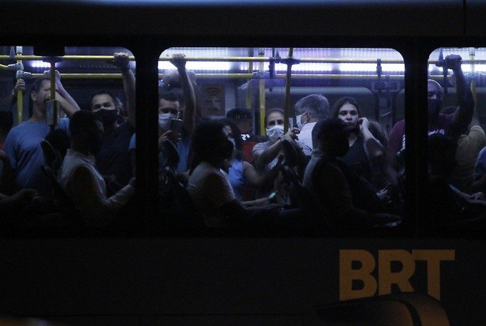Aglomeração no transporte público no Terminal Alvorada
