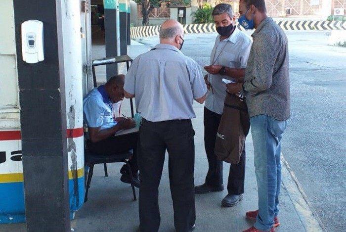 Diretores do Sintronac coletaram votos entre rodoviários no Terminal João Goulart, no centro de Niterói