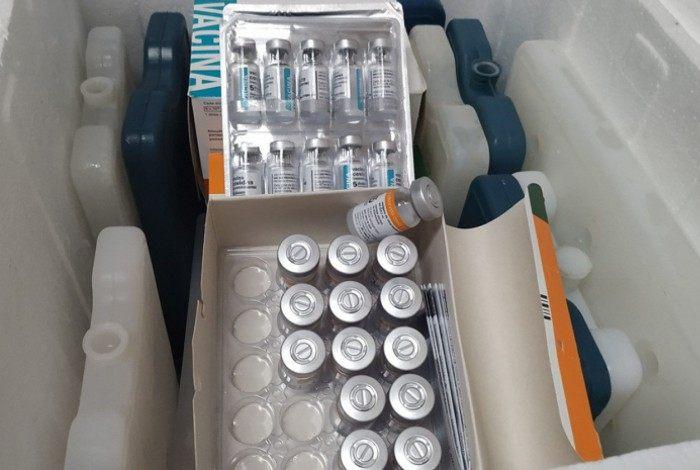 Novas doses de AstraZeneca e CoronaVac chegaram a Rio das Ostras nesta sexta 9 de abril