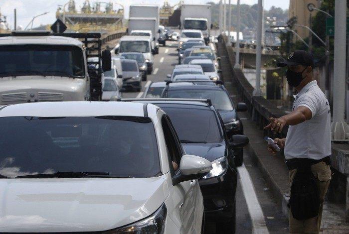 Na quarta-feira, barreira sanitária na entrada da cidade de Niterói causou grande congestionamento na região