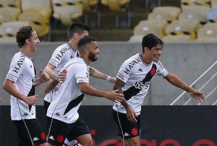 Peça-chave no Vasco, Cano desencantou e marcou o primeiro gol em clássicos contra o Flamengo