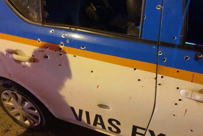 Viatura em que estava a dupla de policiais foi alvejada por tiros de fuzil