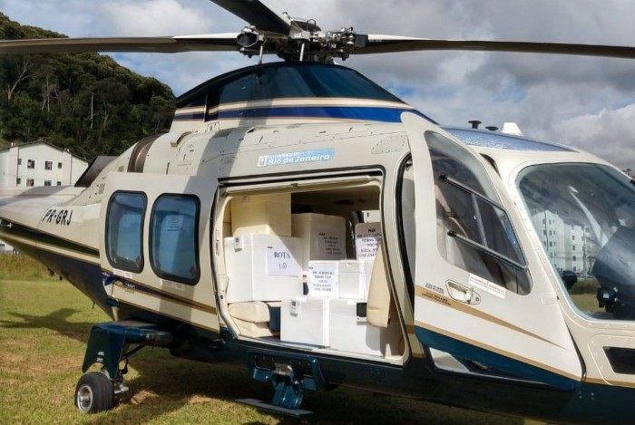 Helicóptero do Governo do Estado que fez a entrega do novo lote de vacinas no Parque Ermitage, em Teresópolis